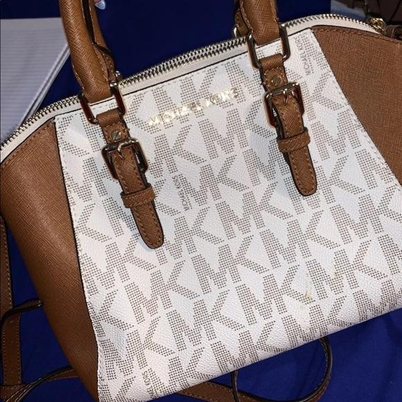 Michael Kors Handbags - Michael Kors purse amazing condition like new